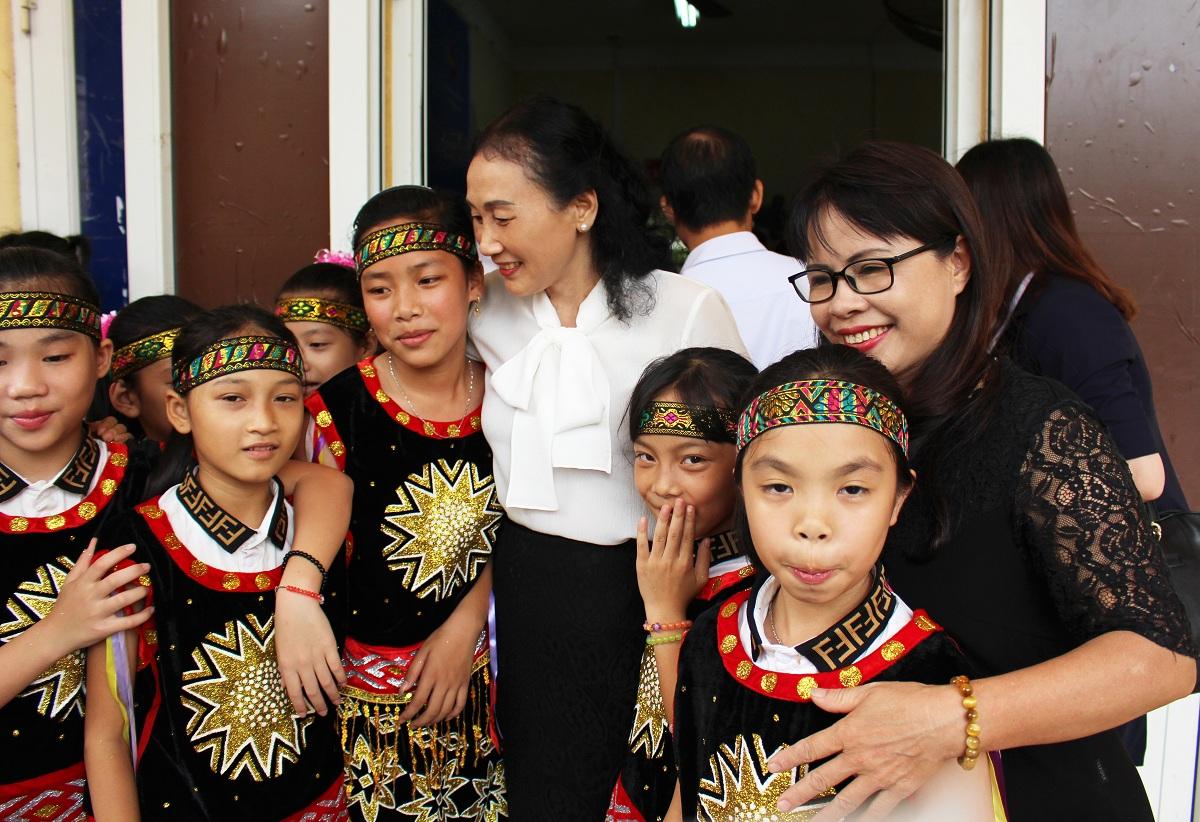 Gần 180 triệu đồng đến với trẻ em khuyết tật và trẻ em nghèo hiếu học tại Quảng Ninh