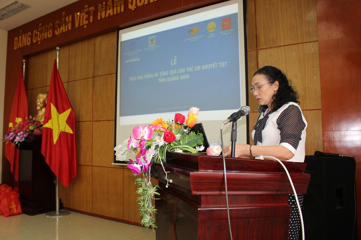 Trao học bổng và tặng quà cho trẻ em khuyết tật tỉnh Quảng Ninh năm 2019