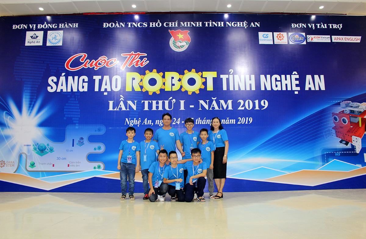 Đội tuyển CLB Robotics Quảng Ninh đạt giải Nhất Cuộc thi Sáng tạo Robot tại Nghệ An
