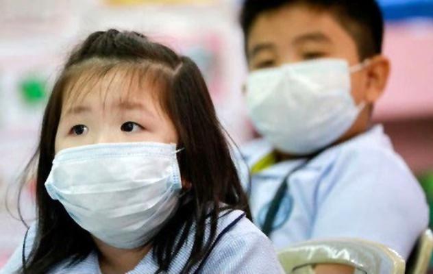 Bố mẹ nên sử dụng ngôn ngữ dễ hiểu khi nói với con về dịch bệnh